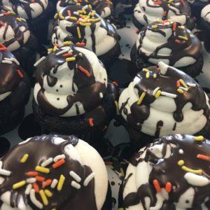 Vanilla Cupcakes at Madeleine's Bakery