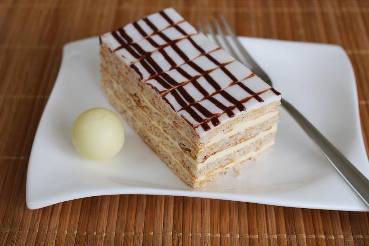 eszterhazyschnitte-cream-slice-dessert-39381-1